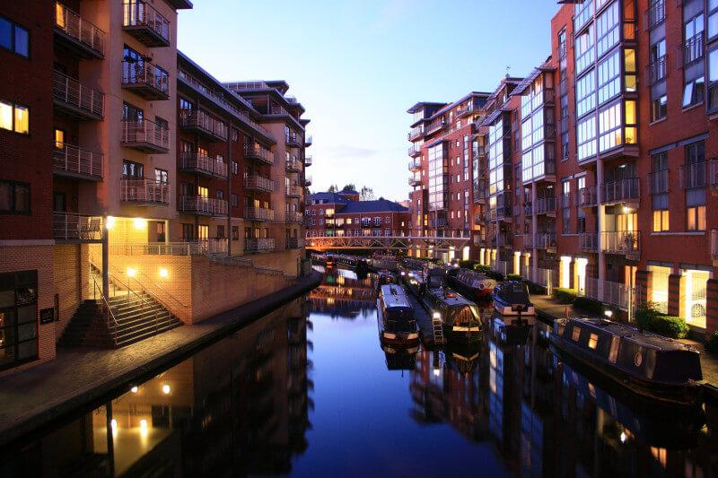 Bekijk de kanalen op schoolreis in Birmingham